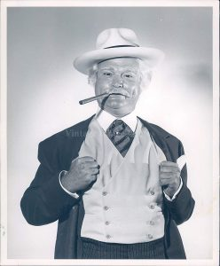 Red Skelton as his con man character, San Fernando Red