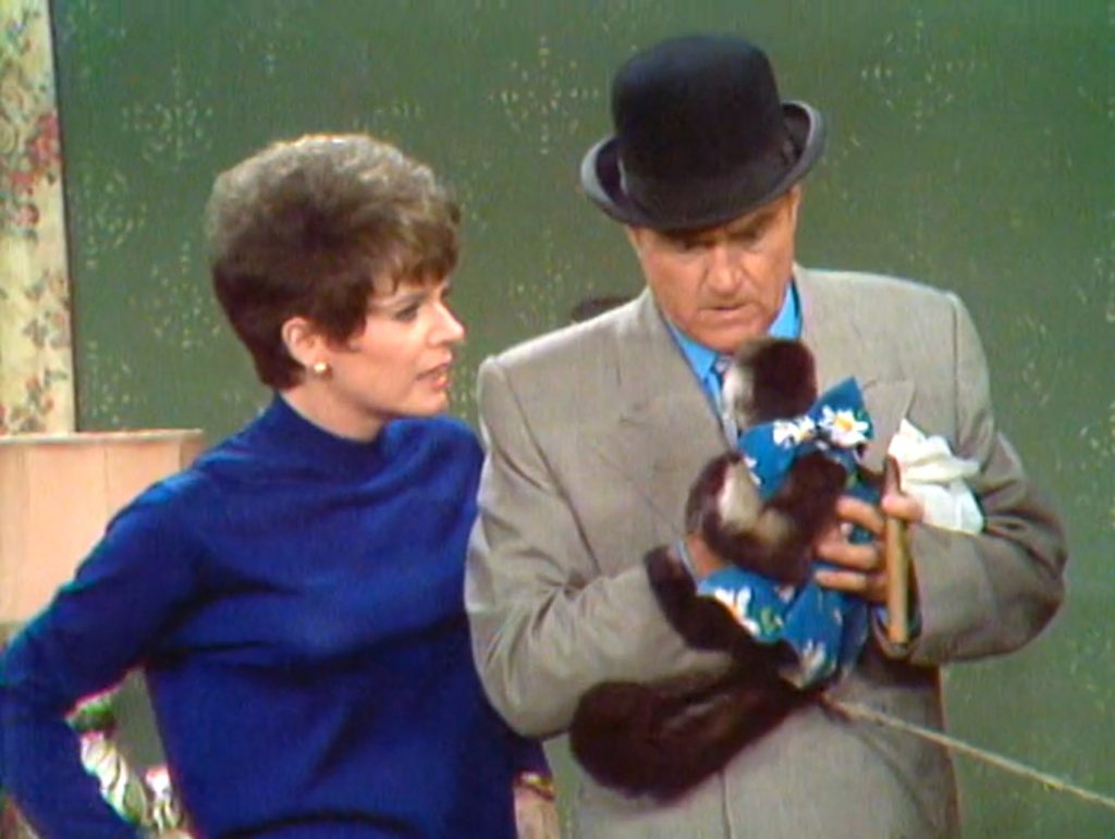 Polly Bergen (Myrtle) point out that Bolivar Shagnasty has accidentally marrieed the organ grinder's monkey!