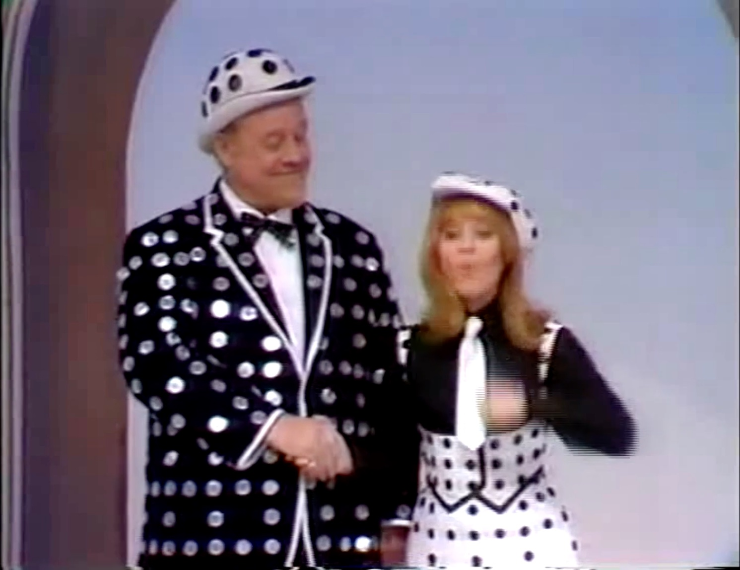 """Burl Ives and Lulu sing """"Consider Yourself"""" in """"Sheriffs are Bought Not Made"""""""