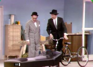 """Door to door psychiatrist (Vincent Price) comes into the shop where George Appleby (Red Skelton) works, in """"The Agony and the Nag-Ony"""""""