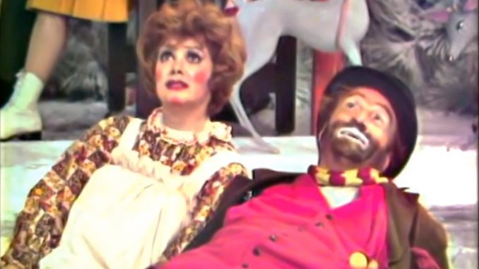 Freddie and the Yuletide Doll - The Red Skelton Show with Cara Williams, season 11